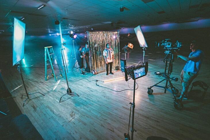 maneiras de conseguir ganhar dinheiro - montar estudio de gravação para youtubers